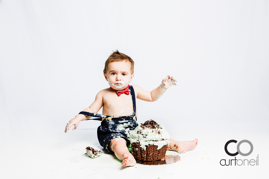 Sault Ste Marie Toddler Photography - Lucah - Cake Smash sneak peek on first birthday